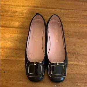 Pretty Ballerinas low heel black pump with buckle